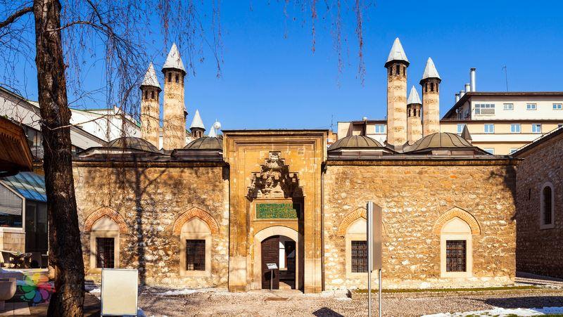 Saraybosna gezilecek yerler Gazi Hüsrev Bey Medresesi