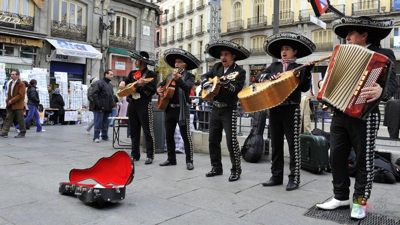 Madrid gezilecek yerler Sol Meydanı